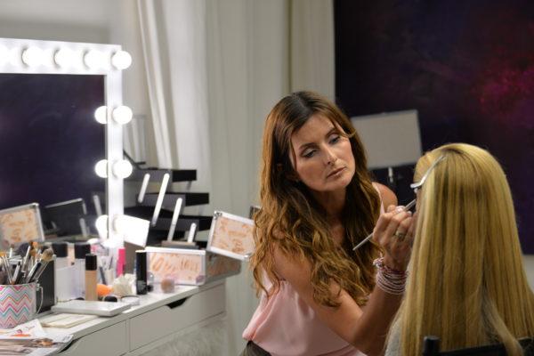 DG Pic doing Make up for Model